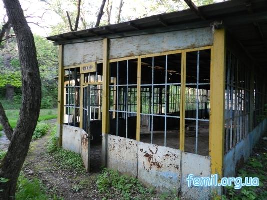 Заброшенное здание кухня базы отдыха