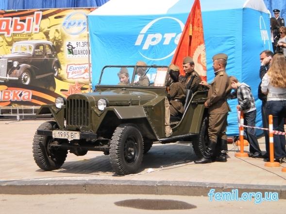 Выставка ретро-автомобилей, военная техника