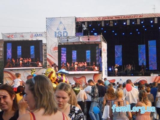 Гуляния в Алчевске, на сцене Светлана Лобода