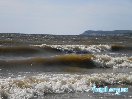 Волны на реке Днепр