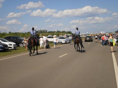 Конная полиция на фестивале Рок над Волгой