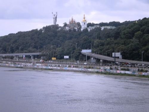 Вид с моста на Родину-Мать
