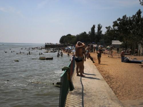 Спуск к воде на базе отдыха в Седово