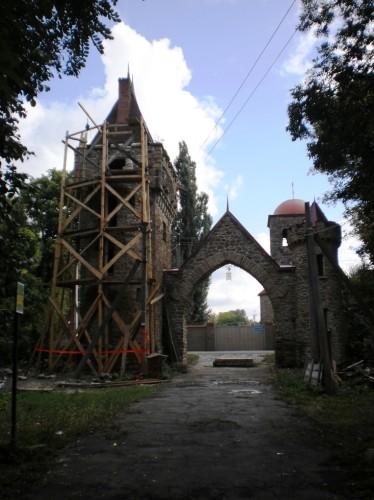 Вход в Селезневский парк