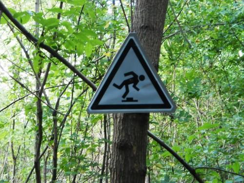 Знак, предупреждающий о пеньках
