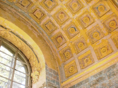 Потолок в зале для танцев