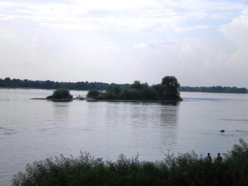 Островок в Днепре (вид с набережной)