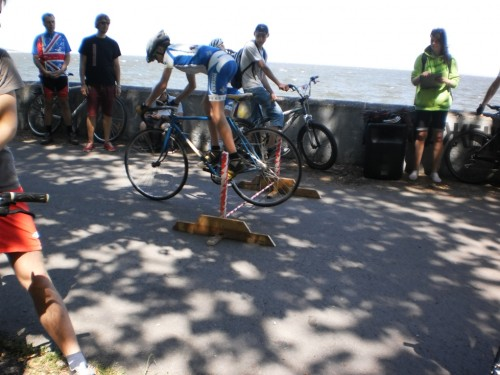 Конкурс прыжков на велосипеде