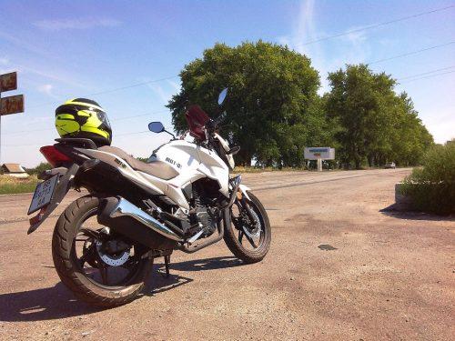 Мотоцикл Lifan на въезде в Светловодский район