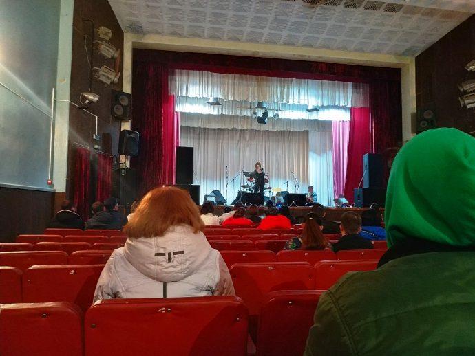 Дария Кмит, выступление на конкурсе бардов (пос. Власовка)