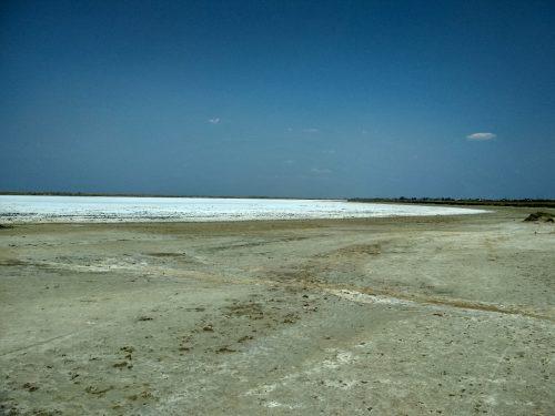 Высохшее соленое озеро